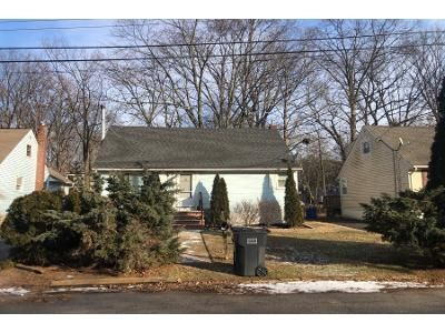 3 Bed 2.5 Bath Preforeclosure Property in Bergenfield, NJ 07621 - Willow St