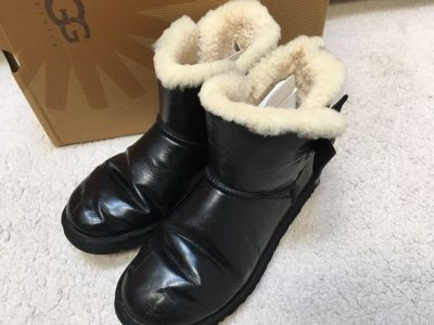 UGG leather boots with mini Bailey bow crystal women s size 9