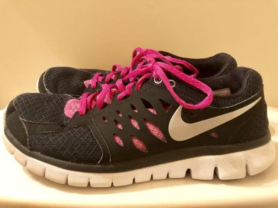 Womens Nike Hot Pink and Black Sneakers - Sz 10