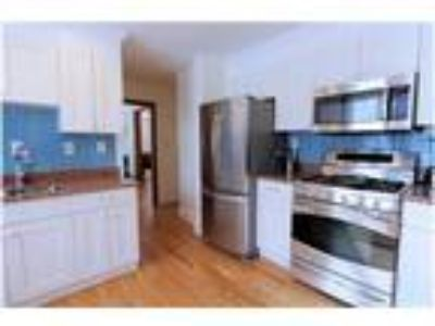 Stately 3+ bed conveniently located in Brookline!