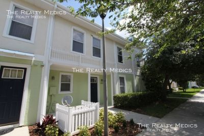 Beautiful 3 bedroom town home in Kissimmee!