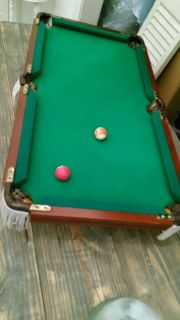 Table-top mini pool table with cues and triangle