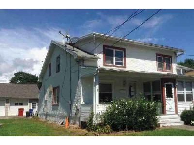 3 Bed 1.5 Bath Foreclosure Property in Pottstown, PA 19464 - Henry St
