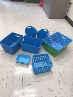 Set of 11 bins pretty color ppu all for $3