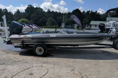 1989 Javelin 395 Bass Boat