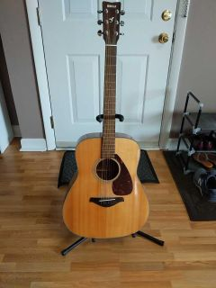 Full sized Yamaha guitar w/ stand, capo, pick
