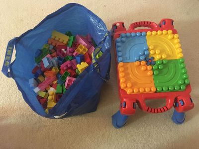Large duplo set with table