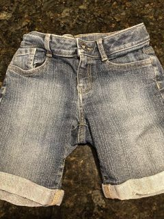 Girls size 10 jean Bermuda shorts. Excellent condition. SF. $2.50