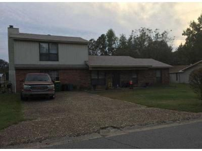 3 Bed 2 Bath Foreclosure Property in Little Rock, AR 72206 - Highway 365 S
