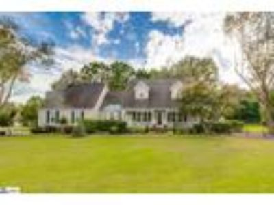 This wonderful home offers great livability b...