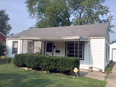 3019 N WILSON Drive Peoria Three BR, Home needs TLC.