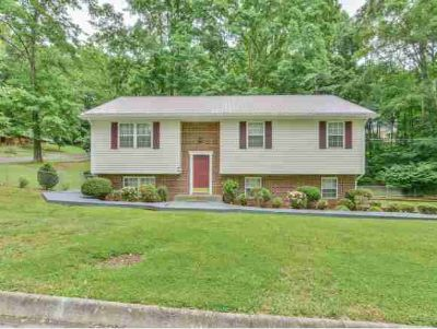 122 Kings Mountain Dr. CHURCH HILL Three BR, This beautiful home