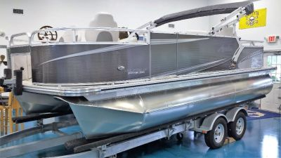 Avalon LSZ2085 QuadFish w/ Yamaha 115hp & EzLoader Trailer