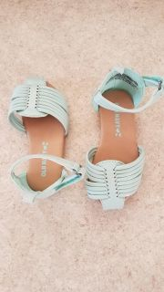 Bnwt baby girl sandals. Can't find a size but matches up to 4/5