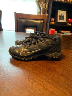 Black Nike baseball cleats