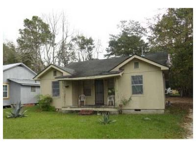 2 Bed 1 Bath Foreclosure Property in Moultrie, GA 31768 - 9th St SW