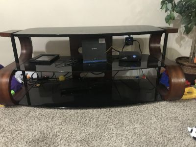 Tv stand with removable glass shelves