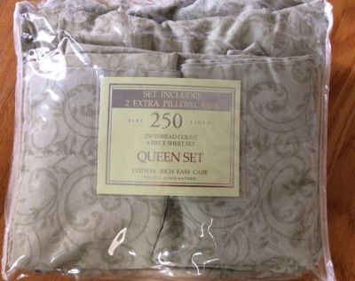 250 Thread Count 4 piece QUEEN Sheet set. Clean/no rips or tears/no smoke/pet home. See more details below. PPU in Mansker Farms.