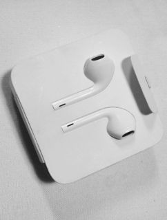 Apple ear phones with lightning to headphone jack adapter