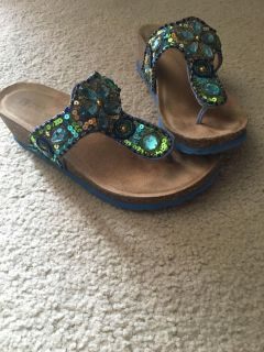 White Mountain Leather bling sandals 7M blue/multi