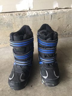Snow boots. Good condition!