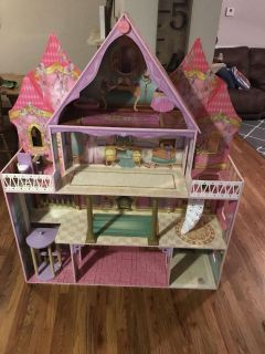 5 ft & 4 wide Doll house