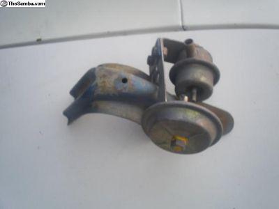 1975-77 Beetle hinge with decel. valve