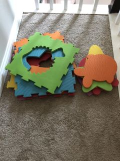 Rubber puzzle play mat