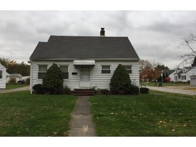 2 Bed 1 Bath Preforeclosure Property in Maple Heights, OH 44137 - South Blvd