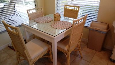 Beautiful unique Kitchen Table w/4 Rattan chairs