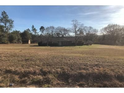 3 Bed 2 Bath Foreclosure Property in Century, FL 32535 - W Highway 4