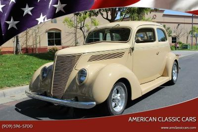 1937 Ford Sedan 2 Door Humpback Street Rod