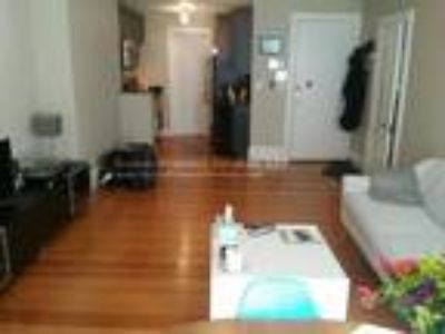 This great One BR, One BA sunny apartment is located in the Kenmore area on Bay