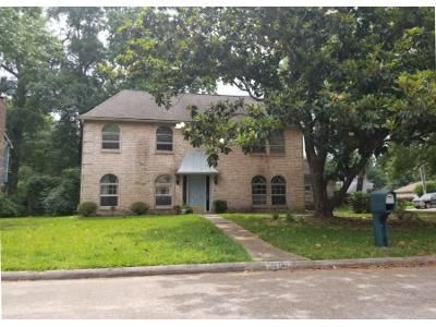 4 Bed 3 Bath Preforeclosure Property in Humble, TX 77346 - Sweetgum Forest Dr
