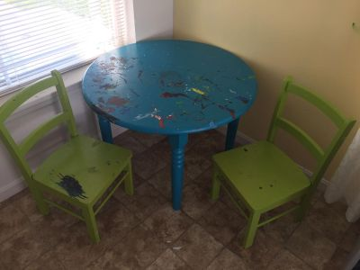 Solid wood project kids table and chairs