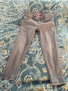 Children s Place Size 5 girls grey skinny jeans