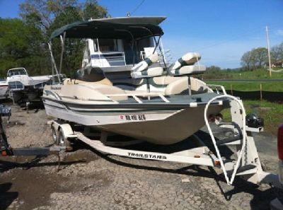 2001 Tracker Deck Boat