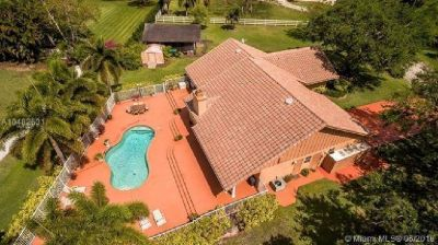 Magnificent Davie home on a builder's acre!