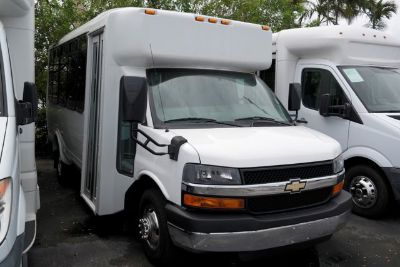 2014 Chevrolet Express 4500 4500 (Summit White)