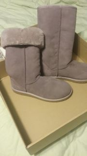 Genuine tall classic UGGS SIZE 8 brand new still interested box