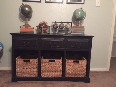 EUC console table/tv stand. Quick pick up in Northwest Crossing
