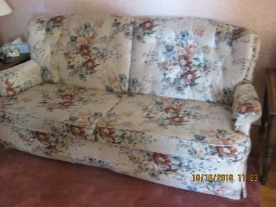 FLORAL 2 SEATER SOFA BED