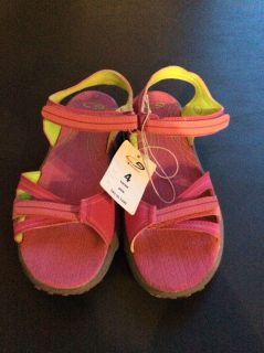 New Girls Pink Champion Sandals in Size 4