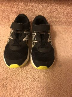 Boys size 3 new balance running shoes
