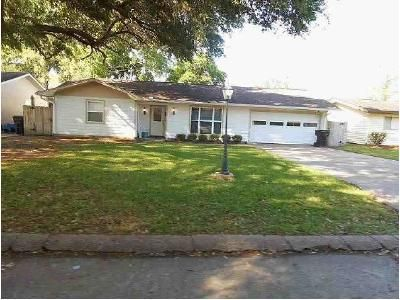 3 Bed 2 Bath Foreclosure Property in Nederland, TX 77627 - N 30th St