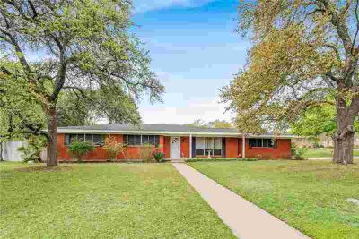 2525 Rockview Drive Waco Three BR, If your looking for a home on
