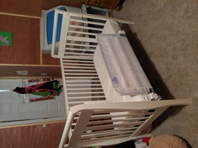 White toddler bed with matters
