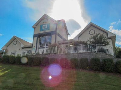 Fully furnished Apartment Sublease in Johnson City at Student Quarters- utilities/washer dryer inc.