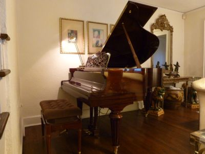 POLISHED MAHONGANY GRAND PIANO