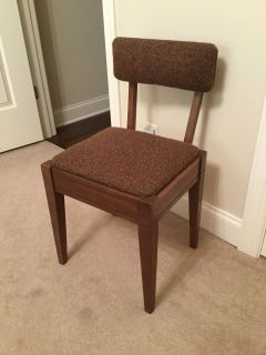 Vintage mid century modern Singer sewing machine chair, seat lifts off for storage